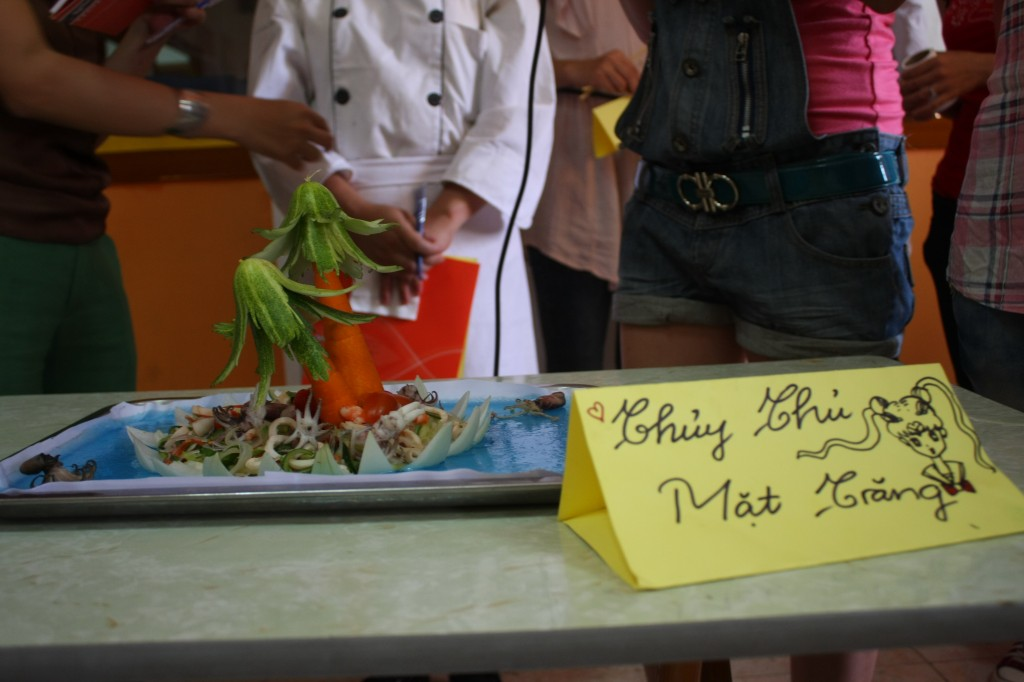 Salad muc cua Thuy thu mat trang