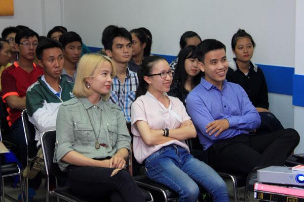 Từ trái qua: Chị Lê Nguyên Ly (cựu sv FPT Arena HN), chị Nguyễn Hoàng Yến Nhi (cựu sv FPT Jetking), anh Phạm Đức Long (cựu sv FPT Arena HCM)