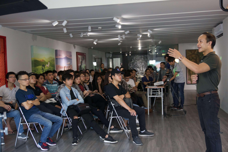 Theo Đạo diễn Nguyễn Xuân Chung xác định chính xác hướng ánh sáng chính (ánh sáng chủ) cực kỳ quan trọng với các Nhà quay phim.