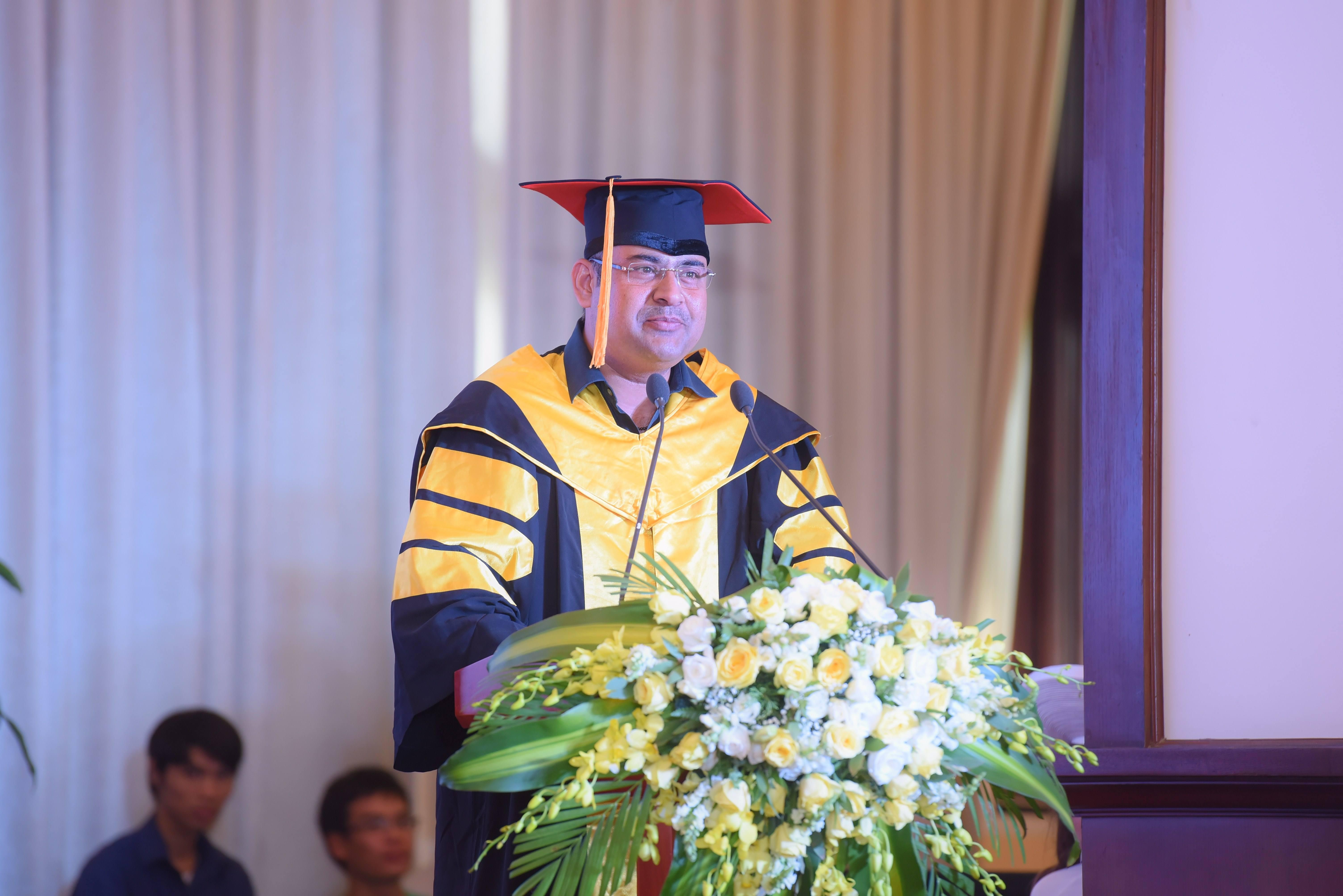 Ông IndranillIndranill - Giám đốc Đối ngoại Khu vực Châu Á Tập đoàn Jetking - Ấn độ: Ngày hôm nay, bạn đã hoàn thành một chương của đời mình và ngay bây giờ và ở đây, bạn bắt đầu chương tiếp theo - sự thăng tiến của bạn trong thị trường lao động và tạo nên sự nghiệp của chính bạn.