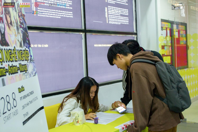 Các bạn sinh viên check in trước chương trình