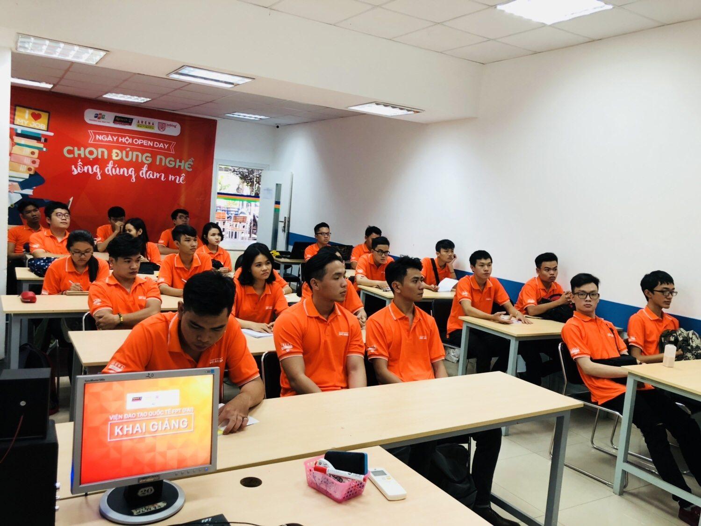 Sinh viên FPT Arena Multimedia trong ngày khai giảng