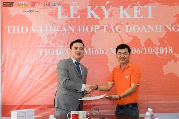 Ông Dương Trọng Phú Sơn – Giám đốc đào tạo của viện và ông Hán Hữu Hải – CEO YourTV ký kết hợp tác doanh nghiệp giữa hai bên