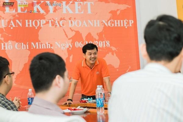 Ông Dương Trọng Phú Sơn giới thiệu về Viện Đào Tạo Quốc Tế FPT