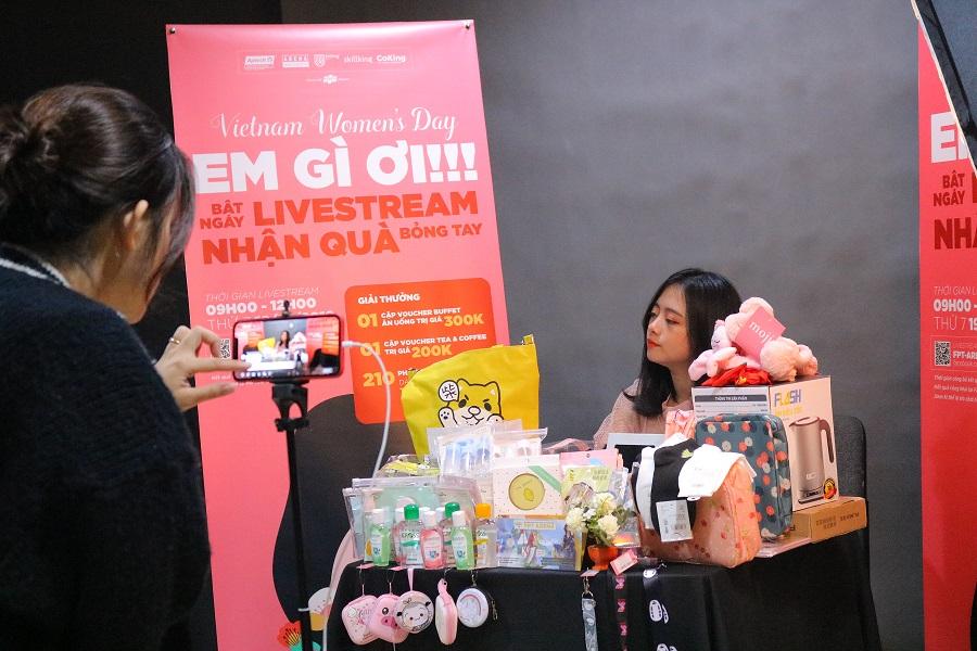 Livestream được đầu tư kỹ lưỡng về hình ảnh và chất lượng đường truyền với ekip luôn túc trực sẵn sang xử lý các sự cố nếu xảy ra.