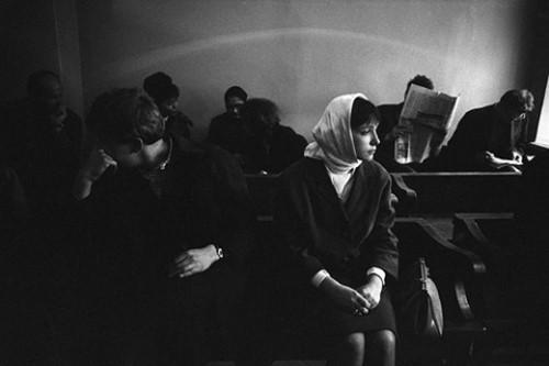"""Một lý do để nói lời xin lỗi'. Eve Arnold, """"Cuộc ly dị ở Moscow"""" (1966)"""