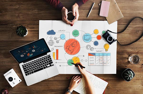 Graphic Designer - người làm công việc thiết kế đồ họa
