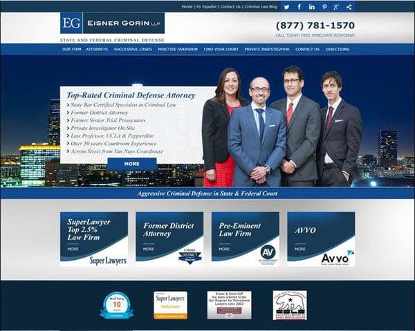 Thiết kế website với màu xanh lam